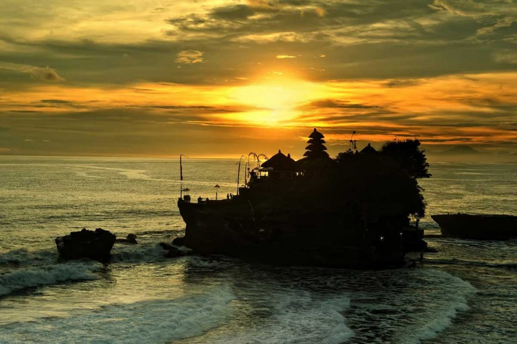 Tanah Lot Temple Sunset | Sai Bali Tours